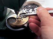 Fertigungstiefe als Firmenphilosophie: Vom Zahnrad bis zur komplizierten Uhr - alles wird in Glashütte per Hand hergestellt und montiert