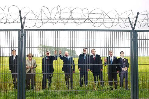 Bleiben lieber unter sich: Pappfiguren der Regierungschefs bei einer Protestaktion zum G8-Gipfel