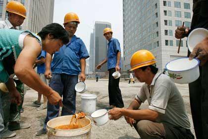 Baustelle in Peking: Die Krise hat bereits 20 Millionen Wanderarbeitern den Job gekostet