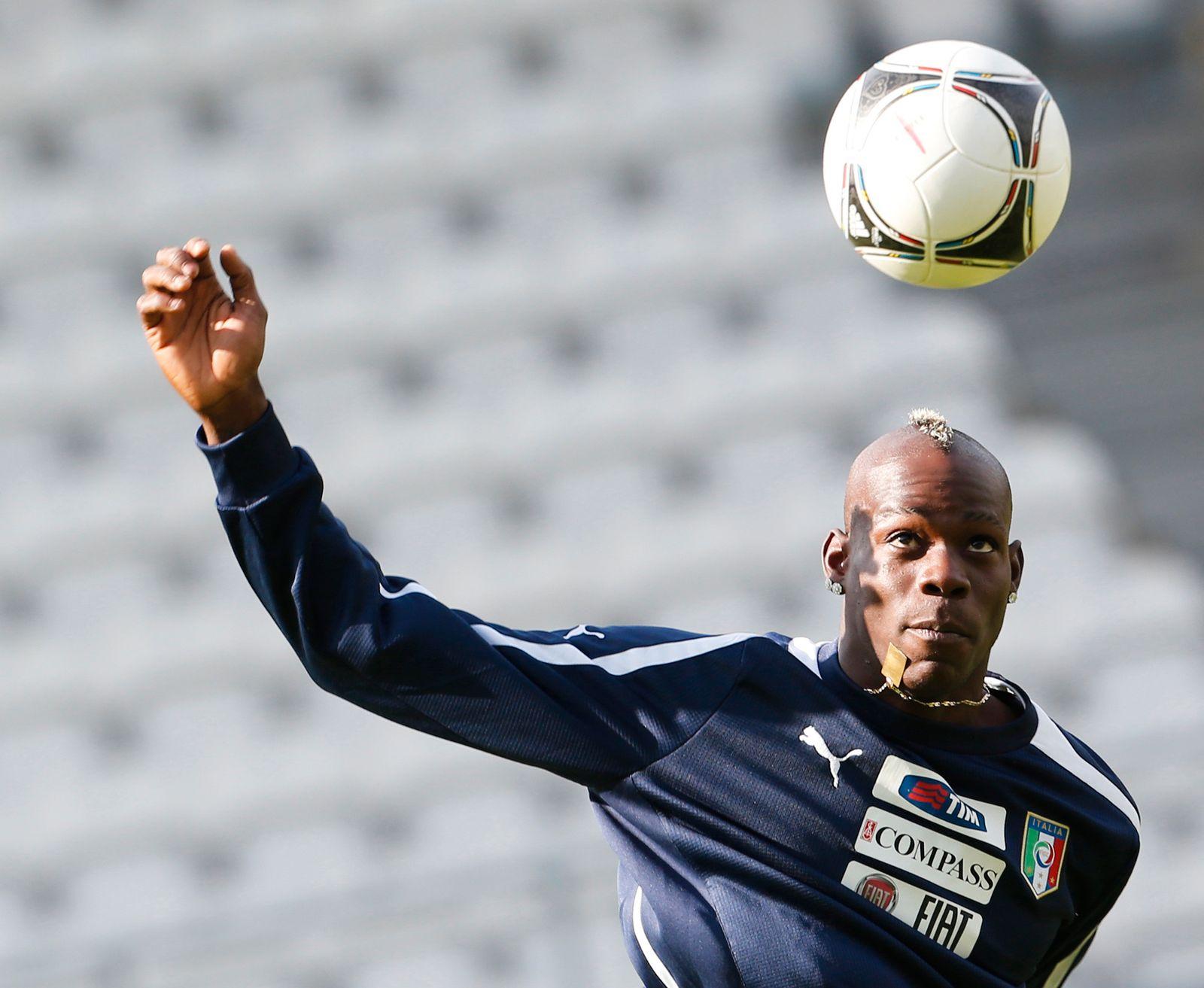 Soccer Euro 2012 Training Italy / Mario Balotelli