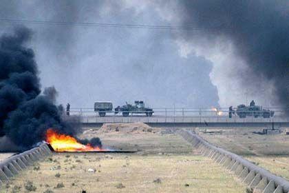 An brennenden Pipelines vorbei: US-Truppen in der Nähe von Basra