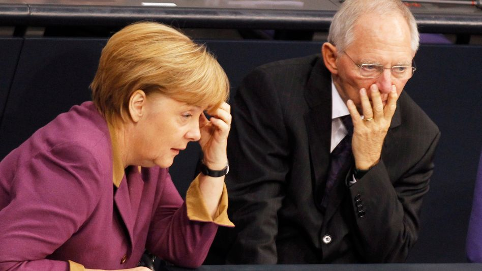 Merkel, Schäuble: Gibt Griechenland nach Neuwahlen den Sparkurs auf, könnte der Grexit folgen