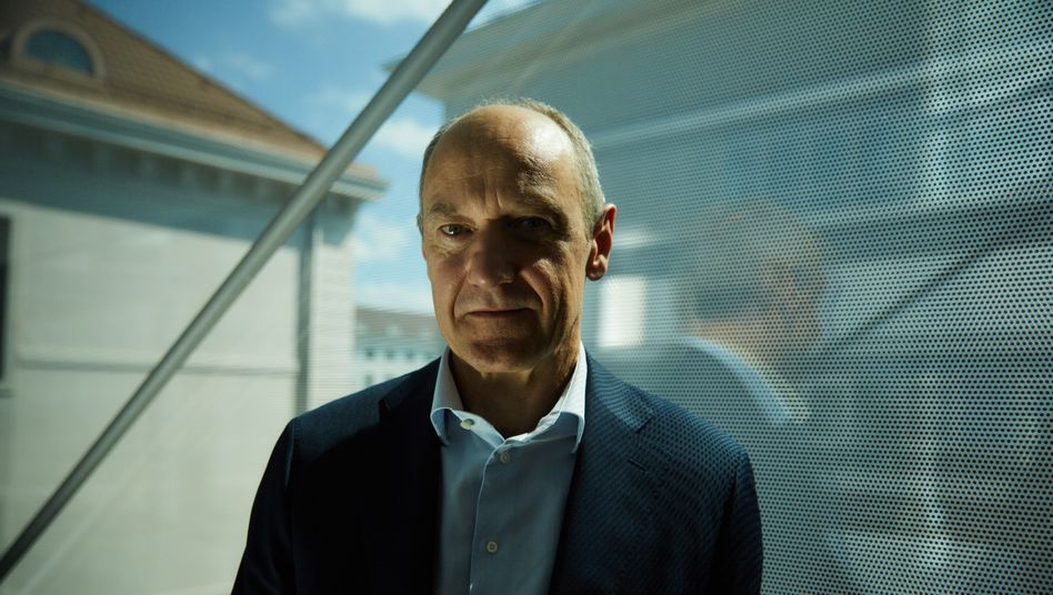Kraftpaket:In fast zehn Vorstandsjahren hatRoland BuschSteherqualitäten bewiesen. Der Physiker kennt Siemens wie kein Zweiter.