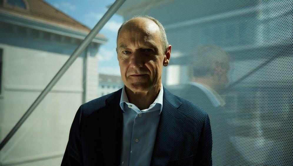 Kraftpaket:In fast zehn Vorstandsjahren hatRoland BuschSteherqualitäten bewiesen und kennt Siemens wie kein Zweiter. Seinen Körper trainiert er täglich.