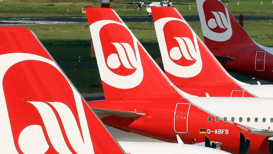 """""""Diesen Skandal lassen wir uns nicht bieten"""": Piloten von Air Berlin sehen sich im Insolvenzverfahren offenbar als Spielball missbraucht. Immer mehr Maschinen von Air Berlin bleiben am Boden"""