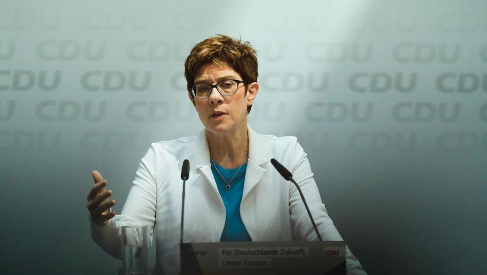 """""""Meinungsmache vor der Wahl"""" : AKK hat damit ihr Problem, jedenfalls wenn die CDU darunter leidet"""