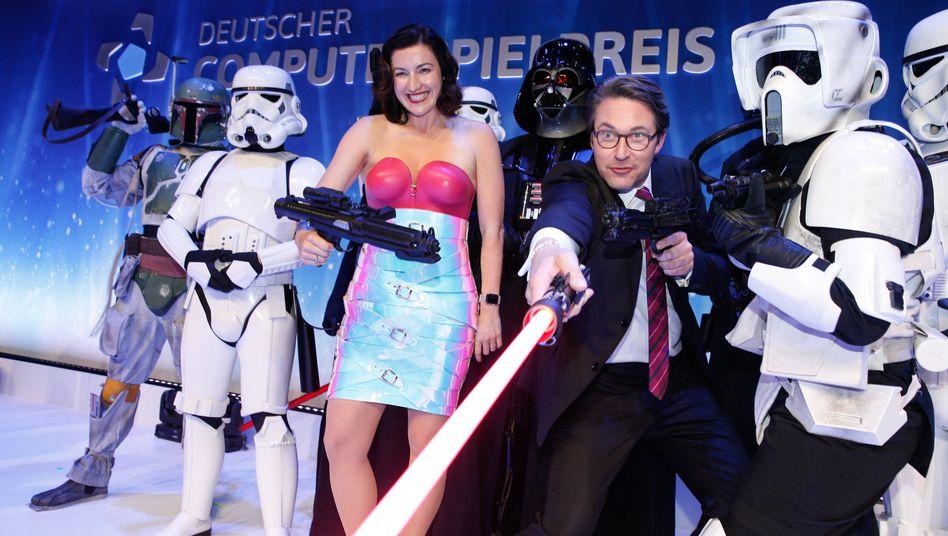 Dorothee Bär (CSU), Staatsministerin für Digitalisierung, und Andreas Scheuer (CSU), Bundesverkehrsminister haben in Berlin den Deutschen Computerspielpreis vergeben