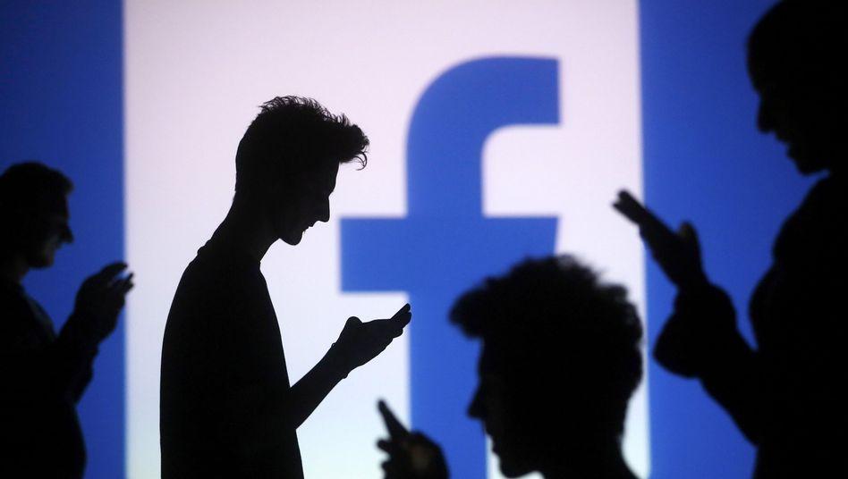 1,35 Milliarden Nutzer waren Ende September 2014 allein bei Facebook angemeldet - Social Media erschließen Unternehmen riesige potenzielle Zielgruppen
