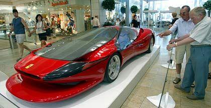 Von Colani kreierter Ferrari: Bei seinen Arbeiten benutzt der Designer nie ein Lineal - man sieht, weshalb