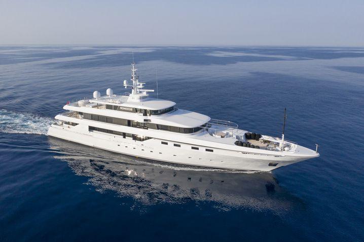 Die 62 Meter lange Motoryacht Moneikos, ausgeliefert 2006 von der italienischen Werft Codecasa. Eigner ist Leonardo Del Vecchio, der als reichster Mann Italiens gilt.