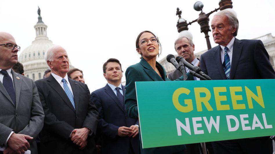 Green Deal: Nicht mehr Politiker wie Alexandria Ocasio-Cortez (im Bild), sondern Unternehmen selbst bestimmen inzwischen das Tempo