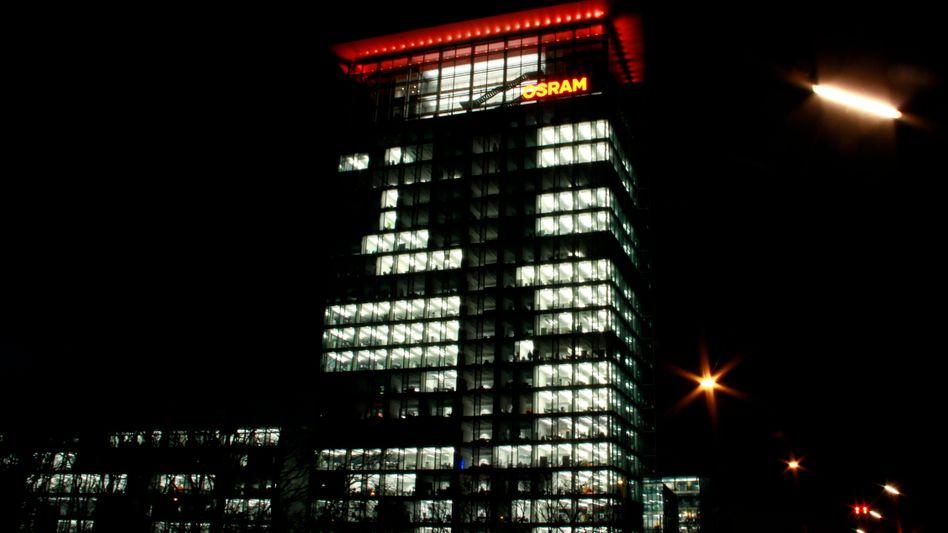 Osram-Zentrale in München: Der neue Chef Olaf Berlien drückt aufs Tempo - und verkündet nur eine Woche vor der Aufsichtsratssitzung die geplante Abspaltung des klassischen Lampengeschäfts