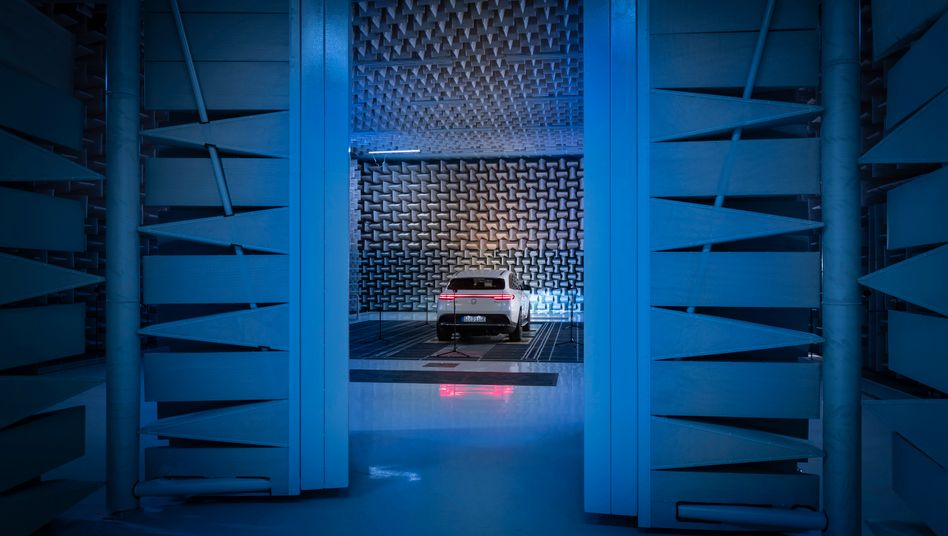 Elektrischer Traum: Der Mercedes EQC 400 ist der erste reine E-SUV von Daimler. Und eines von vielen Modellen der deutschen Autoindustrie, für das es an Batterien fehlt.