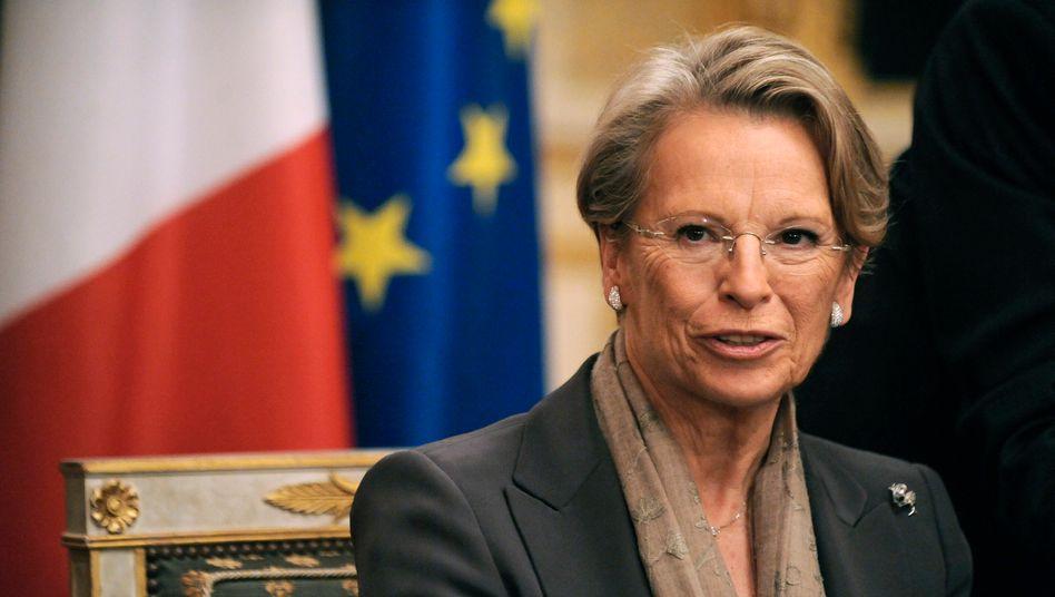 Alliot-Marie: Die französische Außenministerin hat ihren Rücktritt eingereicht. Ihr Urlaub in Tunesien während des Volksaufstands stieß auf harsche Kritik