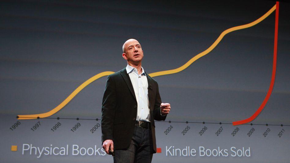 Heizt den Preiskampf an: Amazon-Chef Bezos verkauft die Geräte fast zum Produktionspreis und will das Geld dann mit angebotenen Diensten einspielen