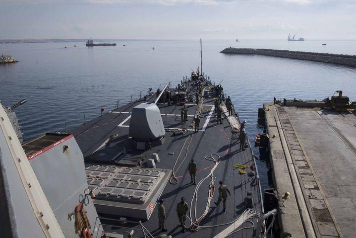 USS Donald Cook: Der Zerstörer war am Montag von Zypern aus Richtung syrische Küste aufgebrochen und soll Tomahawk-Marschflugkörper bei sich führen, wie sie bereits vor einem Jahr bei einem US-Gegenangriff auf Syrien zum Einsatz gekommen waren