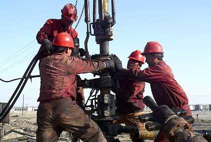 Ölarbeiter: Die leichte Erholung des Dollar hat den Preis des schwarzen Goldes fallen lassen