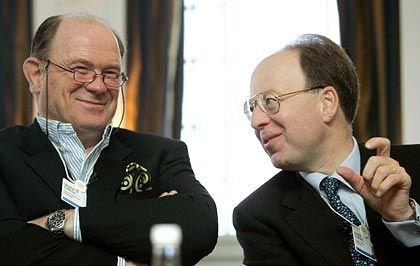 Erheiterung im Saal: Walter B. Kielholz (l.), Chefaufseher der Credit Suisse und Andre Kudelski, CEO des Schweizer Softwarehauses Kudelski