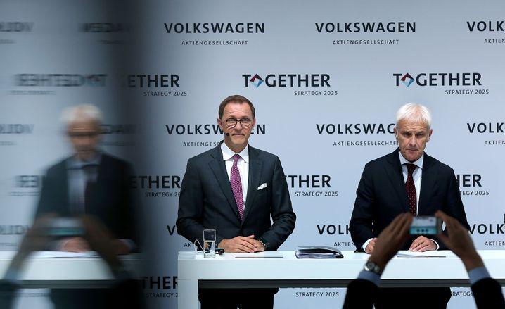 Der Konzernchef und sein Planer: Volkswagen-Boss Matthias Müller (re.) und Gruppen-Strategievorstand Thomas Sedran (li.)