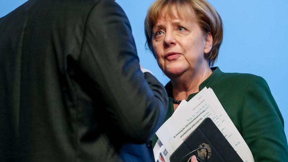 Angela Merkel nach dem Bundesparteitag der CDU Anfang Dezember mit dem rebellischen Jens Spahn.