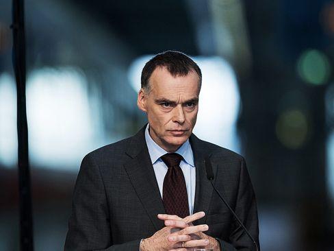 Traurig: DB-Vorstand Berthold Huber macht aus seiner ernsten Miene zu wenig.