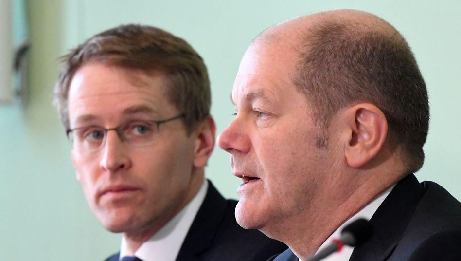 """Daniel Günther (l.) und Olaf Scholz (SPD): """"Ein schwerer Tag für unsere beiden Länder"""""""