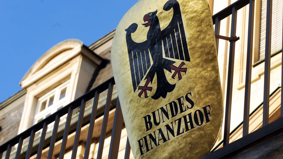 Der deutsche Staat profitiert als Schuldner von den Niedrigzinsen. Für private Sparer ist das Zinstief dagegen bitter