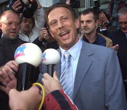 Christoph Daum stellt sich der Presse