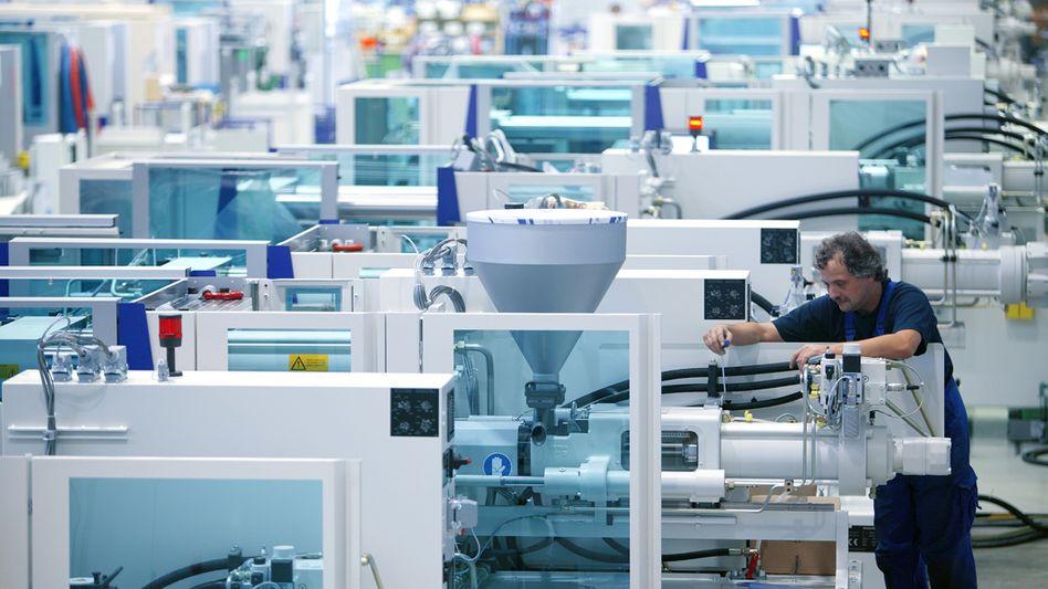 Fertigung einer Kunstoffmaschine im Werk von Krauss Maffei bei München: Der Maschinenbauer ist Opfer eines schweren Hackerangriffs geworden