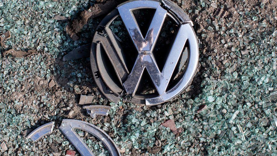 Zerbrochenes Volkswagen-Emblem