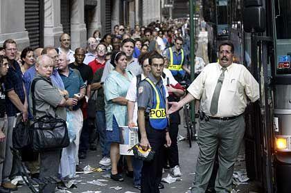Stress pur: Hunderte New Yorker warten auf einen Bus