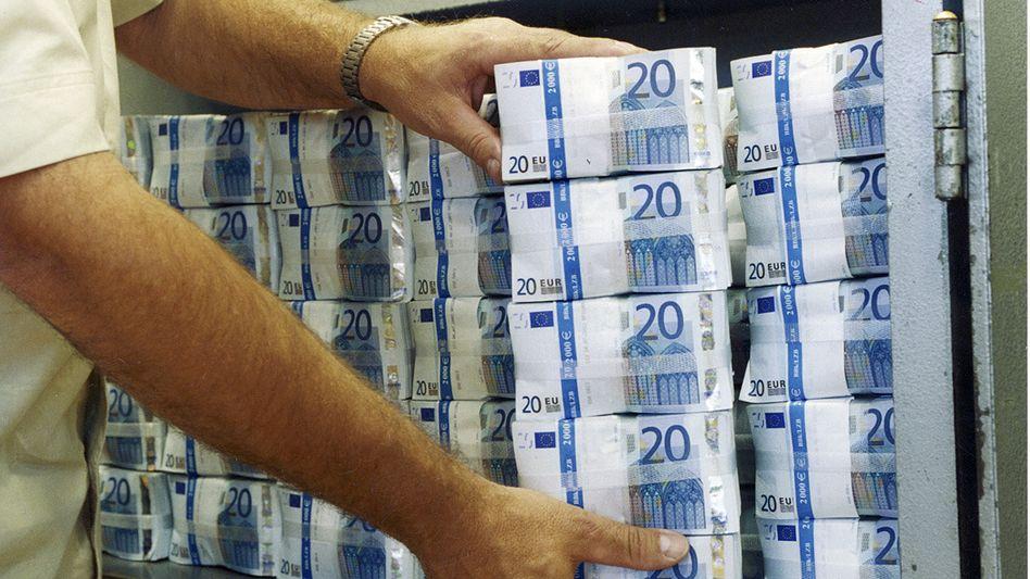Viel Geld: Bei einem Renditeversprechen von 15,5 Prozent gibt es in der Regel zwei mögliche Reaktionen, nämlich Gier oder Misstrauen