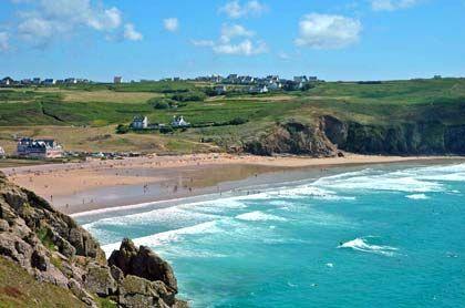 Sanfte Hügel, wilde Wellen: Die Westküste von Finistère, hier am Cap Sizun, ist wie geschaffen für ausgedehnte Wanderungen
