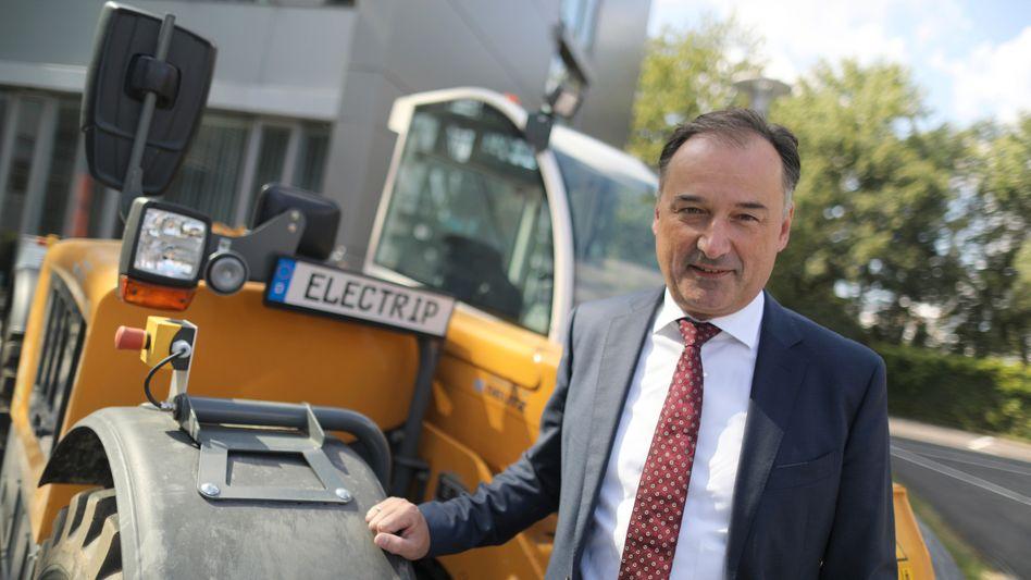 Schweres Gerät: Deutz-CEO Frank Hiller trifft auf einen alten Bekannten