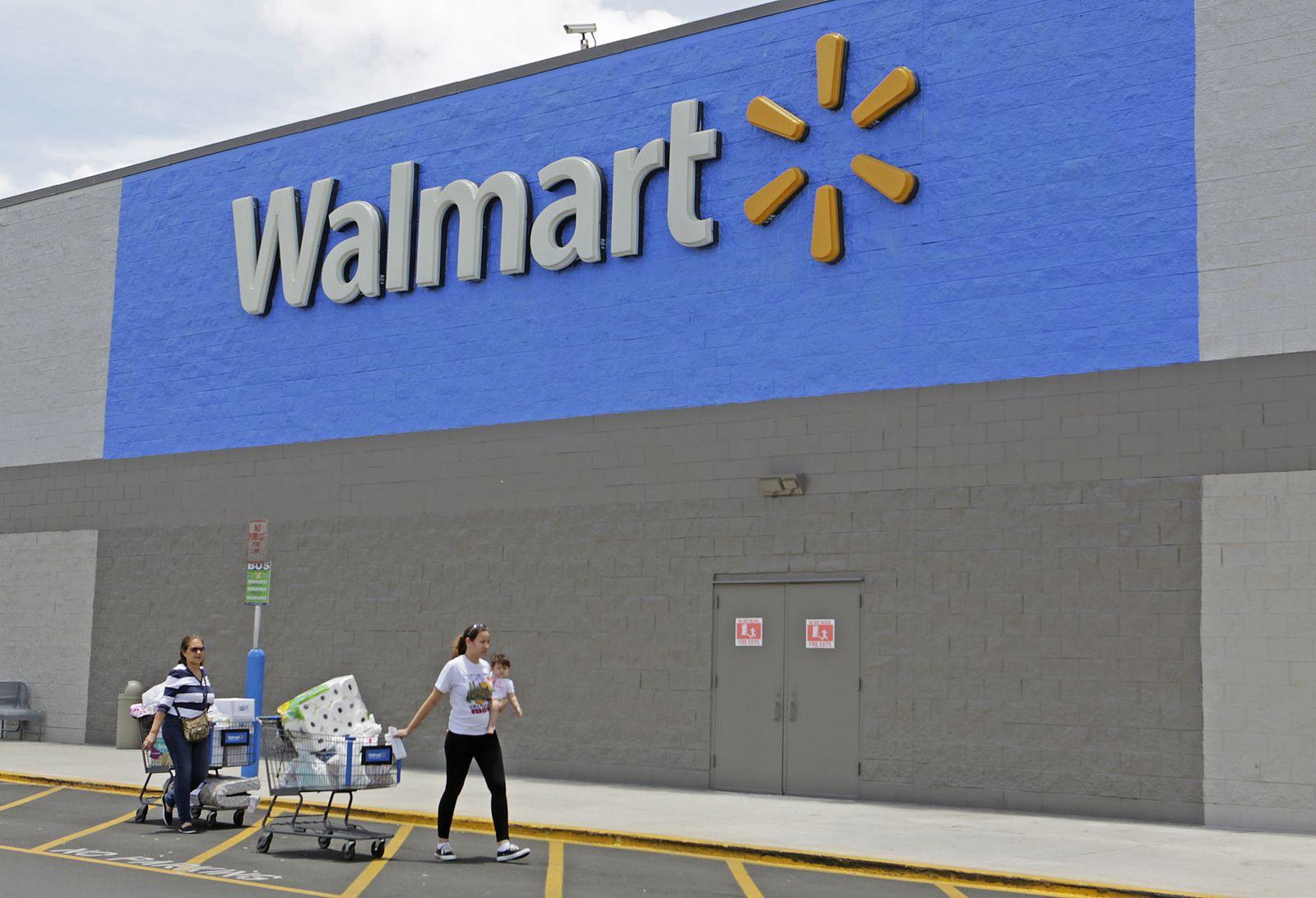 Earns Walmart Stores
