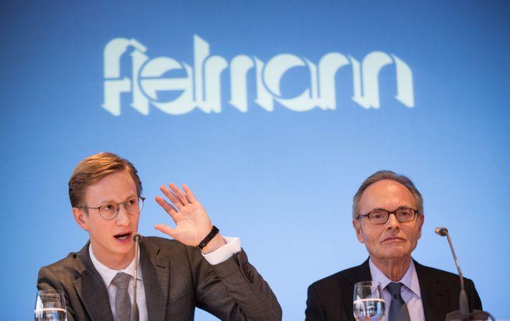 Vater Günther Fielmann (r.) bereitete Sohn Marc lange auf die Nachfolge vor (Bild Dezember 2015)