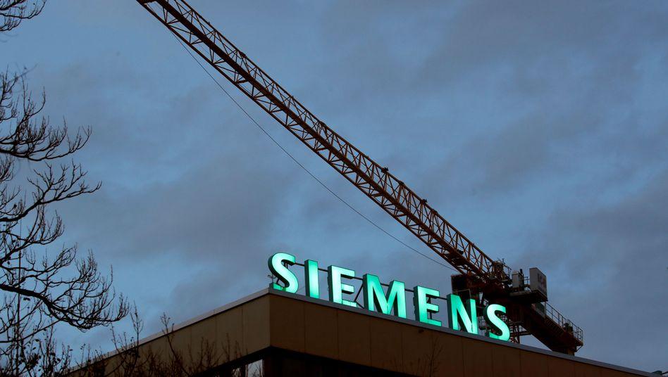 Siemens macht die anhaltende Schwäche im Energiesektor, der Autoindustrie und des Maschinenbaus zu schaffen