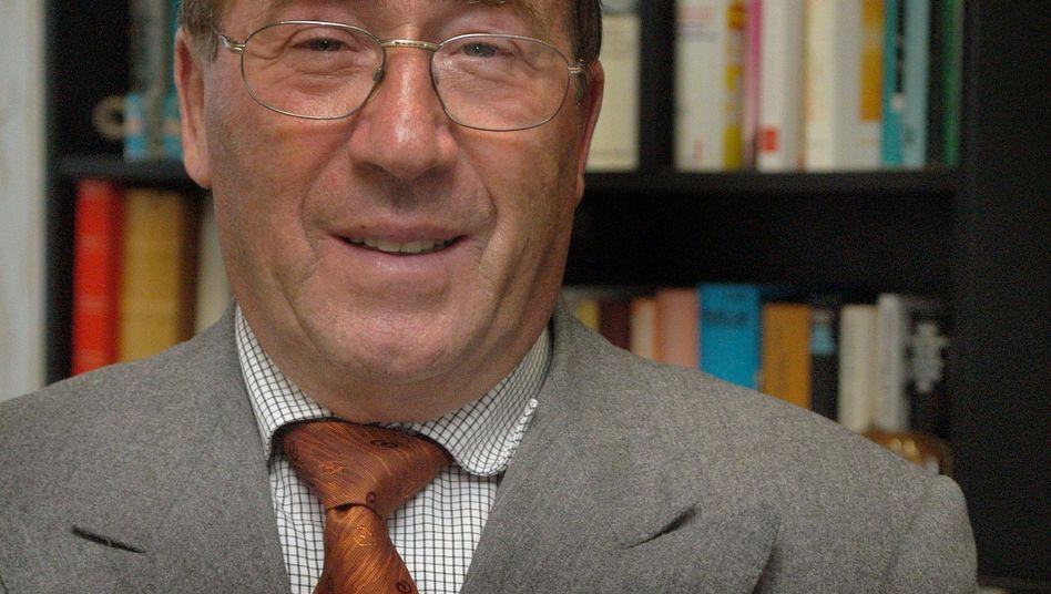 Sichert sich Zugriff auf Douglas-Aktien: Der Drogerie-Unternehmer Erwin Müller kann offenbar die Sperrminorität beim Wettbewerber Douglas erreichen