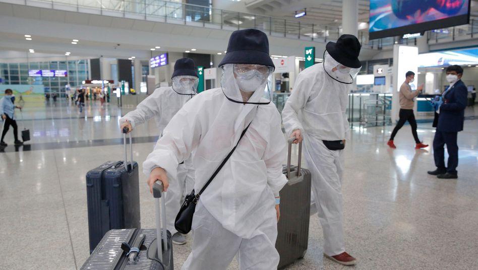 In Hongkong ist das öffentliche Leben durch das Coronavirus nicht annähernd so stark eingeschränkt wie in anderen Metropolen dieser Welt. 99 Prozent der Einwohner der Millionenmetropole tragen einen Mundschutz - nur eine von vielen Maßnahmen, die verhinderte, dass Menschen zu Tausenden sterben mussten.