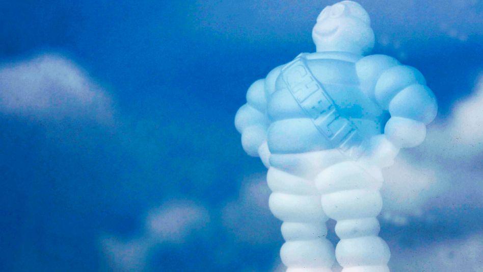 Skulptur des Michelin-Manns Bibendum in der Zentrale Clermont-Ferrand