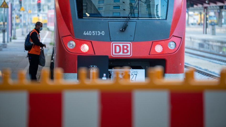 Nun bewegt sich doch etwas bei der Bahn: Nach drei Lokführerstreiks bessert die Bahn nun ihr Angebot an die Gewerkschaft GDL nach