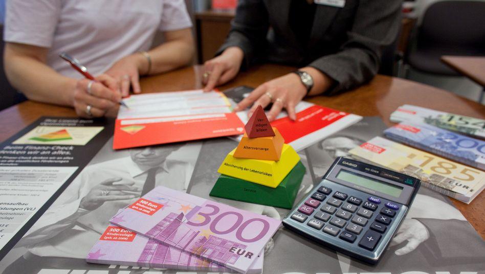 Eine Frage des Vertrauens: Die meisten Kunden müssen ihrem Vorsorge- und Geldanlageberater wohl oder über vertrauen, weil ihnen das Wissen fehlt