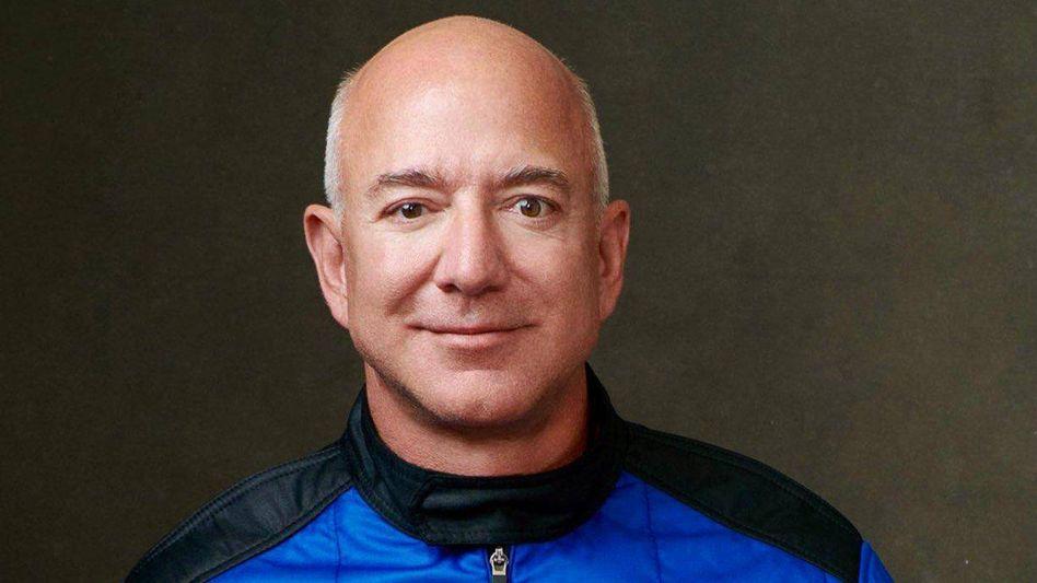 Allambitioniert: Amazon- und Blue-Origin-Gründer Jeff Bezos im Raumanzug