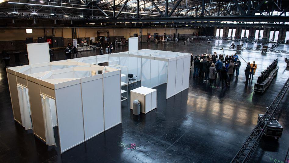 Berlin: Muster-Impfkabine in der Arena Treptow