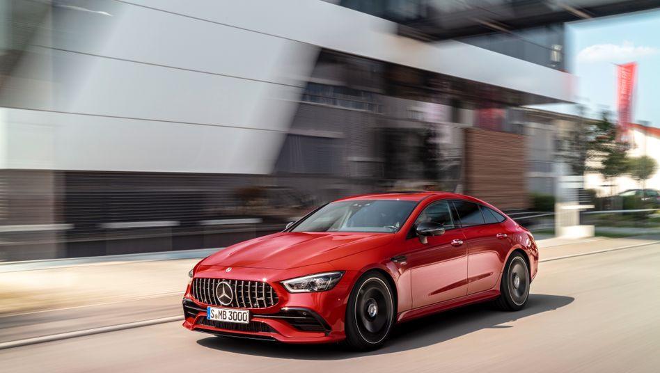 Meistverkaufte Premium-Marke: Mercedes setzte 2018 2,31 Millionen Fahrzeuge ab und bleibt damit vor BMW. Beim Konzernabsatz liegt Konkurrent BMW mit den Marken BMW, Mini und Rolls Royce jedoch knapp vor den Schwaben mit den Marken Mercedes und Smart