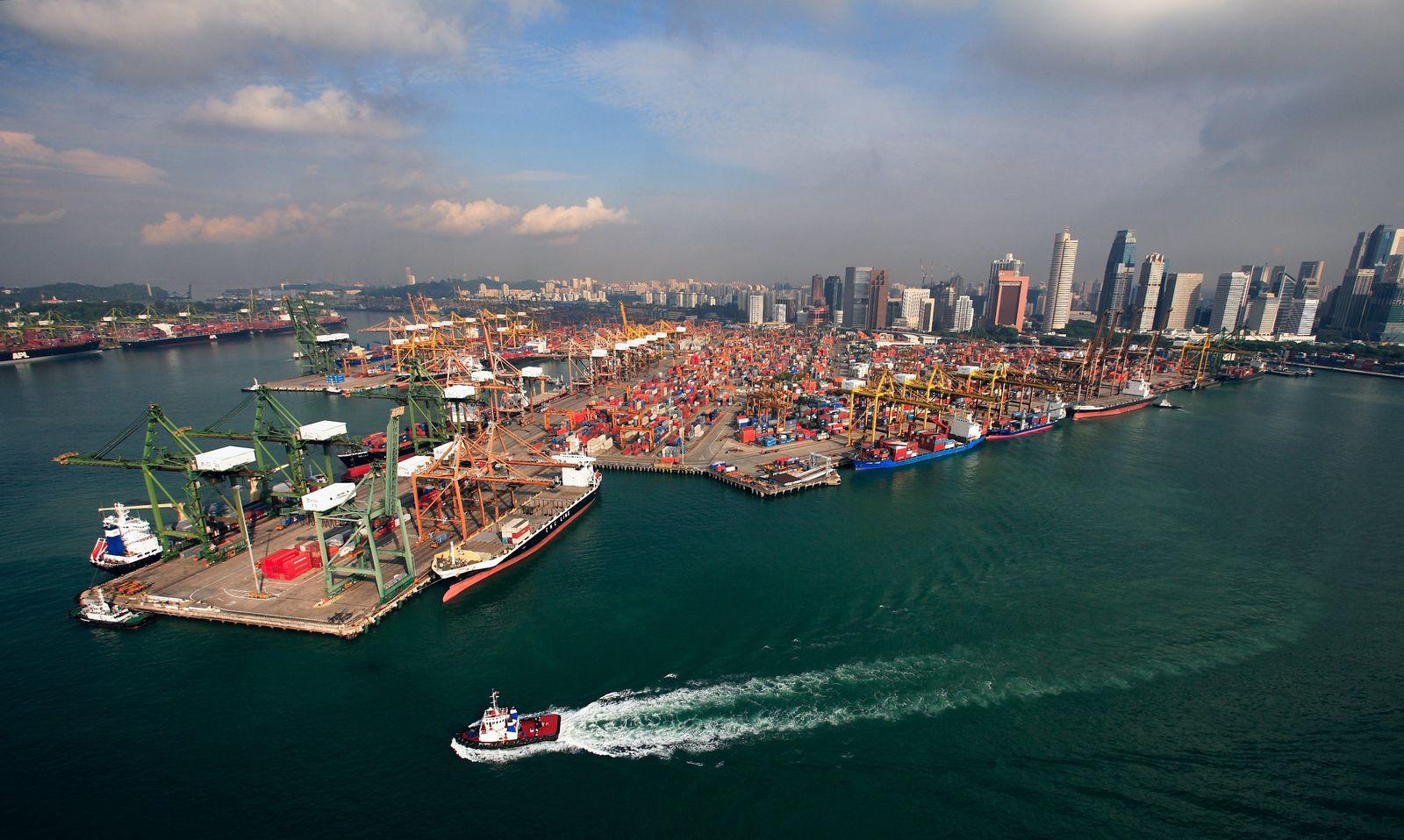 THEMA mmO: Weltwirtschaft / Containerschiffe / Handel / Weltgrößter Containerhafen Singapur