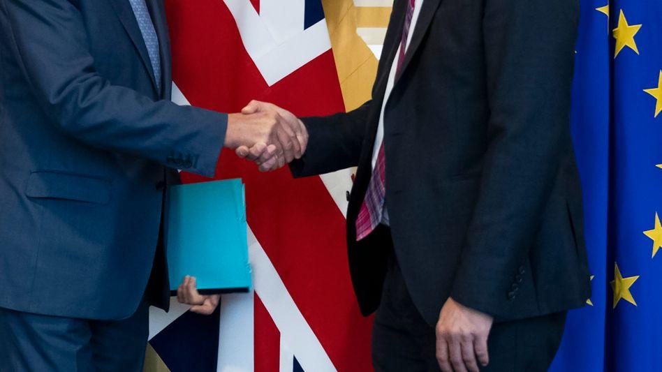 """Brexit: EU und Großbritannien haben sich auf einen """"Deal"""" geeinigt - nun muss das britische Parlament am Samstag entscheiden"""