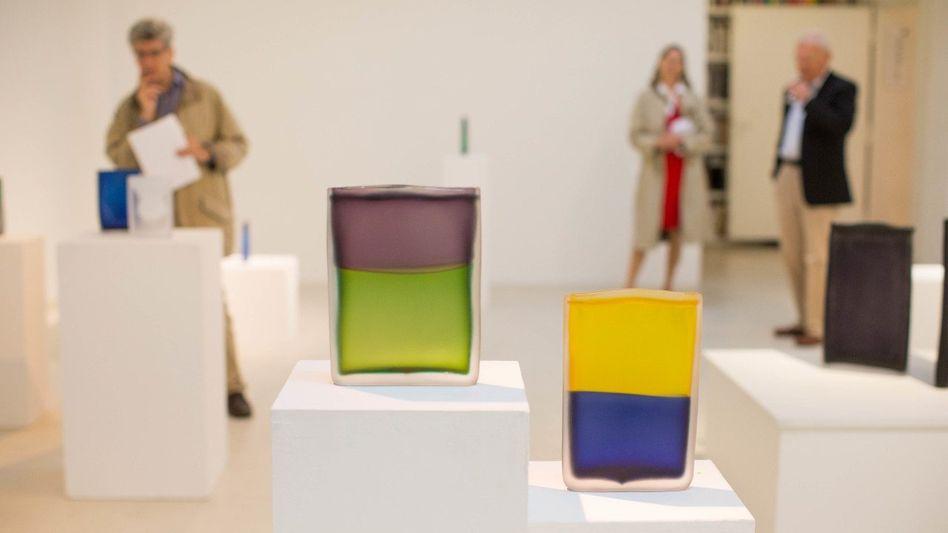 "FARBENFROH Laura de Santillana, ""Tokyo-Ga"" (galerie-vogdt.de)"