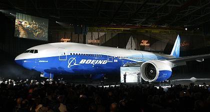 Worldliner mit großen Tanks:Einen Monat nach Präsentation des Airbus A380 feiert auch Boeing eine Taufe