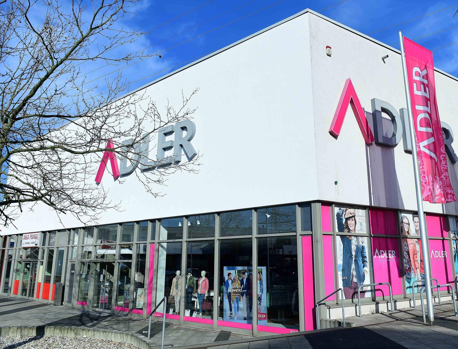 Adler Modemärkte am 25.03.2020 in Mülheim an der Ruhr Die Adler Modemärkte AG mit Sitz in Haibach bei Aschaffenburg ist
